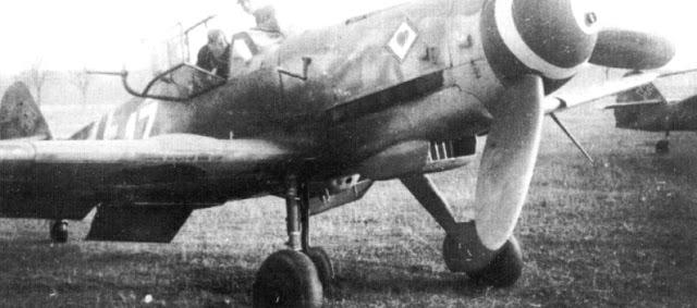 1-Bf-109K4-10.JG77-W17+-Heinrich-Munninger-WNr-330320-Bodenplatte-1945-02