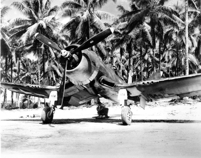 f4u-1d-corsair-fighter-no-974-of-marine-squadron-222-1943-44
