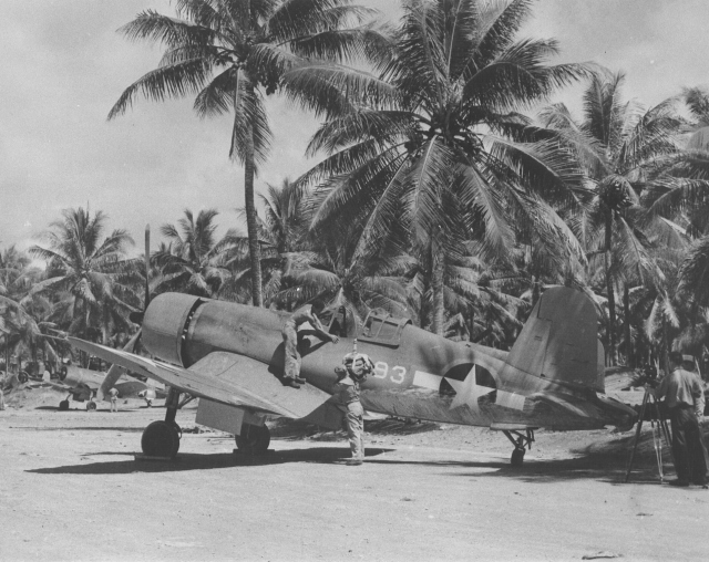 F4U_of_VMF-214_at_Turtle_Bay_Airfield,_Espiritu_Santo